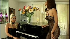 Crazy hot blonde mistress has a good time getting served by her female slave