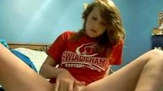 Amateur Fingers Her Yummy Teen Snatch