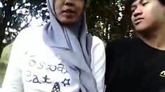 Indonesia-cewek Jilbab Ciuman Sama Pacar